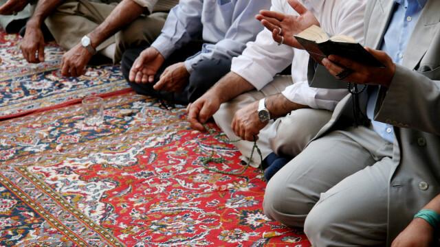 Credincioșii unei moschei s-au rugat în direcția greșită timp de 37 de ani