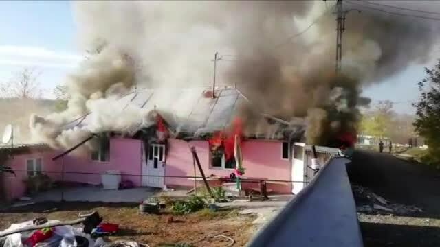 Un sat întreg era să ardă din cauza unui frigider vechi. Reacţia localnicilor