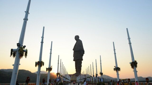 Cea mai înaltă statuie din lume, inaugurată în India. Are 182 metri și a costat 400.000.000 $. VIDEO