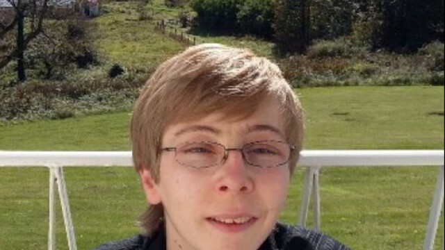 Un tânăr a murit după ce prietenii l-au torturat cu sălbăticie când era beat