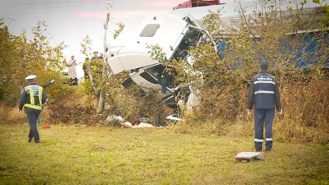Filmul celui mai grav accident rutier din ultimii 5 ani. Şoseaua a fost acoperită de sânge