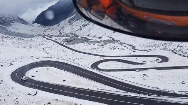 Iarnă în toată regula în Harghita. Drumarii au început deszăpezirea pe mai multe drumuri - Imaginea 3