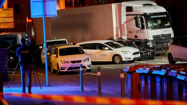 Posibil atac terorist în Germania. A furat un camion și a intrat cu el în mulțime - Imaginea 4