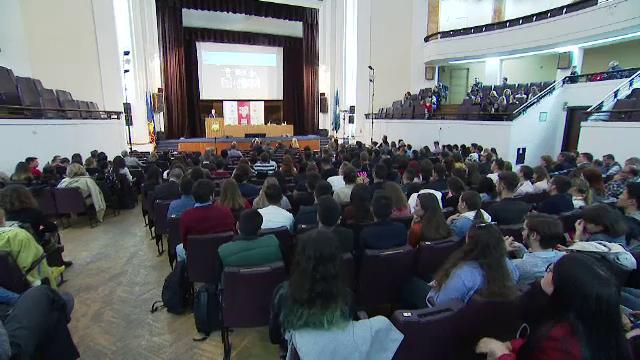 Conferință despre comunism în București. Ce știu tinerii despre România de acum 30 de ani