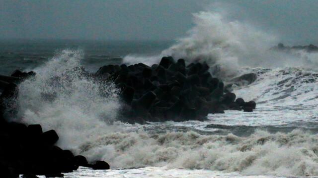 Japonia, sub ameninţarea super-taifunului Hagibis. Sunt deja 19 morţi şi mii de case afectate - Imaginea 1