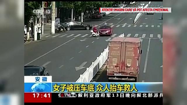 Accident șocant în China. O femeie a fost călcată de două mașini în câteva secunde - Imaginea 3