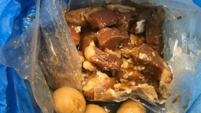 Turistă expulzată din cauză că avea mâncare din carne de porc în bagaje - Imaginea 3