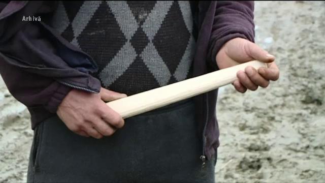 Doi tineri din Alba și-au bătut vecinii fără milă. Ce credeau că ascund în casă