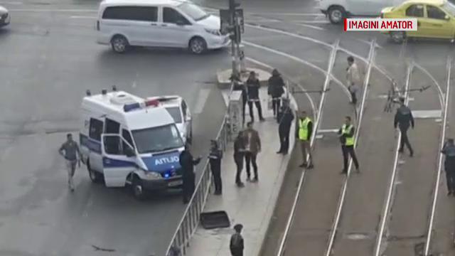 Alertă în Capitală. Un bagaj suspect, găsit în fața unui liceu de renume