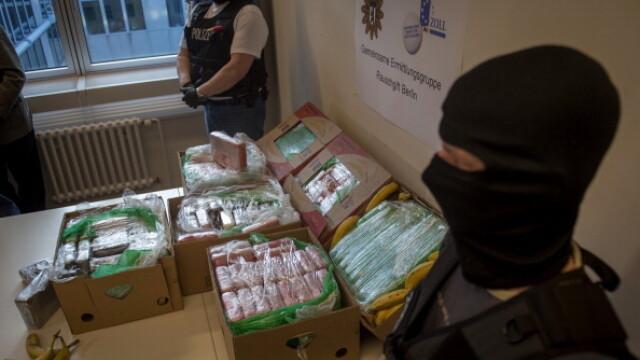 Cinci bărbați au introdus cocaină în țară în lăzi de banane. Cum au fost prinși - Imaginea 5
