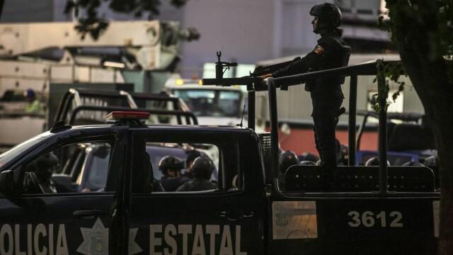 Oraș sub asediu după arestarea fiului lui El Chapo. S-au dus lupte ca în filme pentru a-l elibera - Imaginea 8