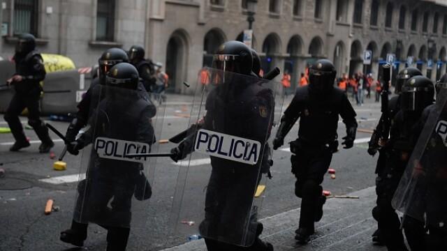 În Catalonia au avut loc cele mai violente proteste din ultimul deceniu: peste 200 de răniți - Imaginea 9