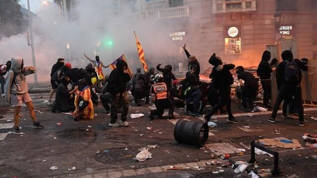 În Catalonia au avut loc cele mai violente proteste din ultimul deceniu: peste 200 de răniți - Imaginea 8