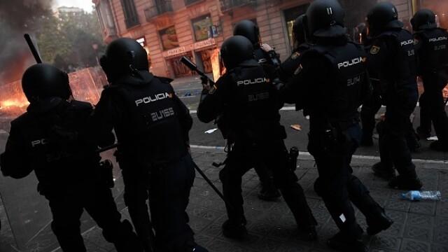 În Catalonia au avut loc cele mai violente proteste din ultimul deceniu: peste 200 de răniți - Imaginea 7