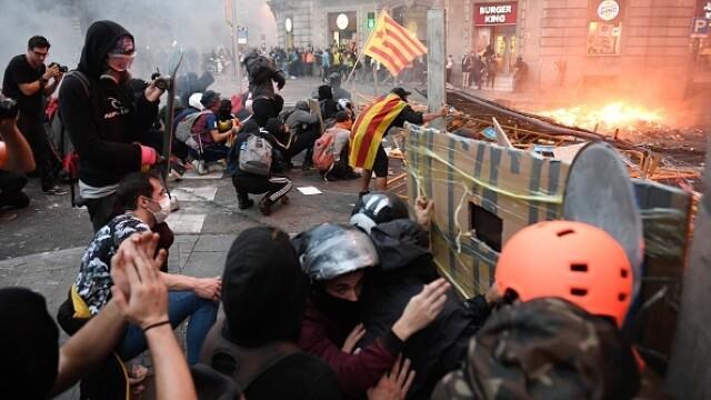 În Catalonia au avut loc cele mai violente proteste din ultimul deceniu: peste 200 de răniți - Imaginea 4