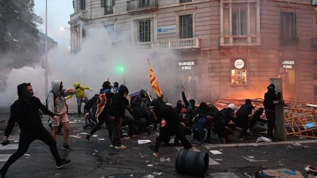 În Catalonia au avut loc cele mai violente proteste din ultimul deceniu: peste 200 de răniți - Imaginea 3