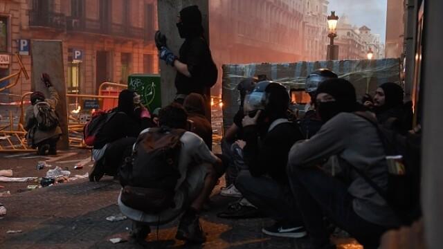În Catalonia au avut loc cele mai violente proteste din ultimul deceniu: peste 200 de răniți - Imaginea 2