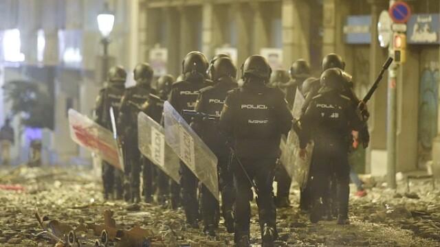 În Catalonia au avut loc cele mai violente proteste din ultimul deceniu: peste 200 de răniți - Imaginea 1
