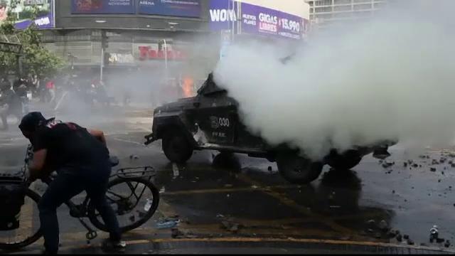Noi proteste violente în Chile. 23 de sportivi români, cazați într-un hotel din apropiere