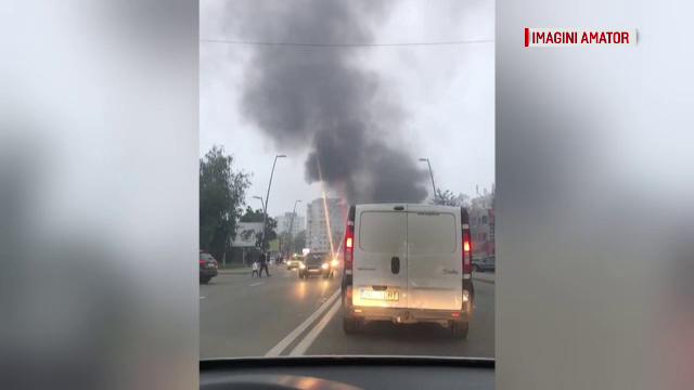 Clipe de panică în Bacău, după ce un autoturism a luat foc în centrul orașului - Imaginea 4
