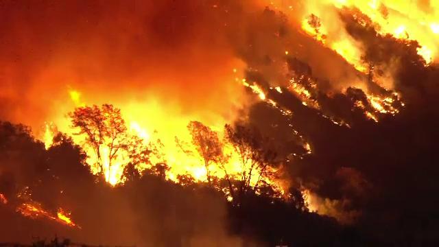 Imagini apocaliptice în California. Incendiile de vegetație au mistuit totul în cale - Imaginea 4