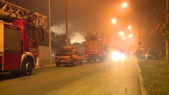 Casă distrusă de flăcări în București. De la ce a izbucnit incendiul - Imaginea 5
