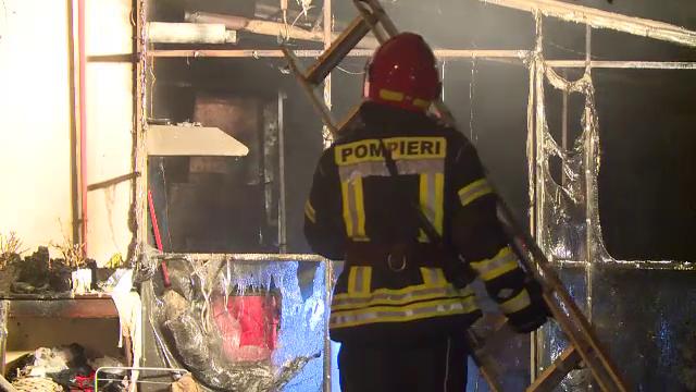 Casă distrusă de flăcări în București. De la ce a izbucnit incendiul - Imaginea 4