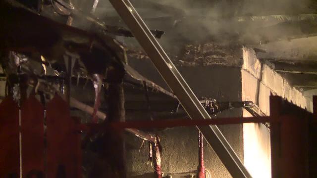 Casă distrusă de flăcări în București. De la ce a izbucnit incendiul - Imaginea 3