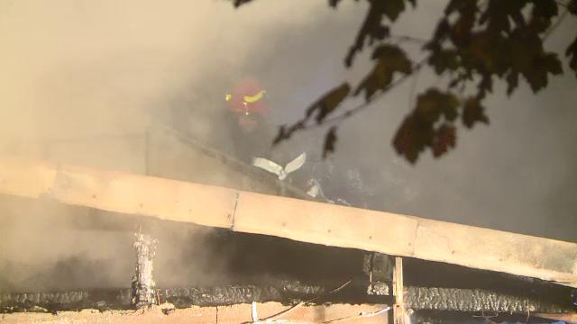 Casă distrusă de flăcări în București. De la ce a izbucnit incendiul - Imaginea 2