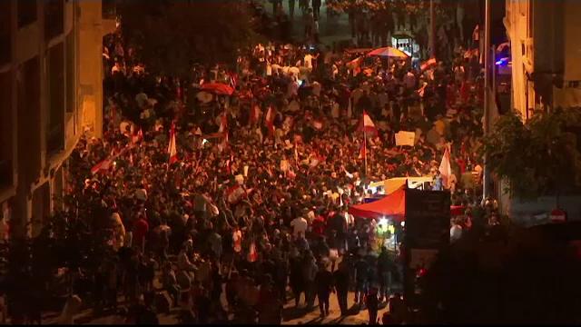 Libanezii continuă protestele declanșate după anunțarea taxelor pe WhatsApp - Imaginea 4