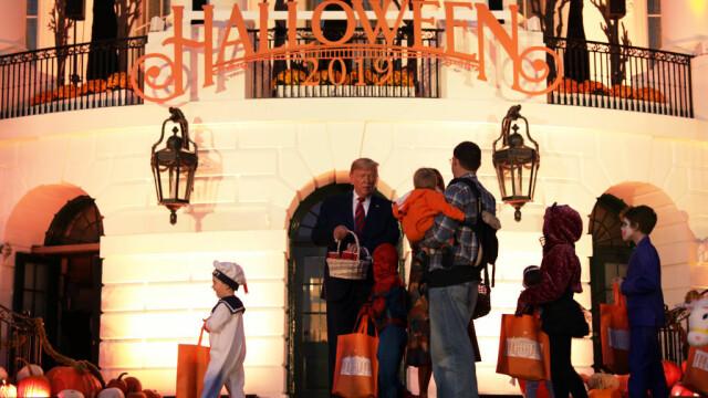 Halloween la Casa Albă. Cum și-au întâmpinat oaspeții Donald și Melania Trump. VIDEO - Imaginea 7