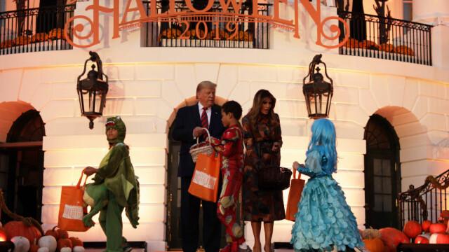 Halloween la Casa Albă. Cum și-au întâmpinat oaspeții Donald și Melania Trump. VIDEO - Imaginea 8