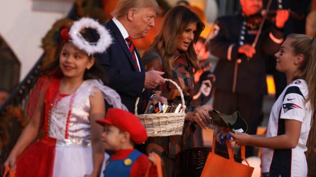 Halloween la Casa Albă. Cum și-au întâmpinat oaspeții Donald și Melania Trump. VIDEO - Imaginea 9