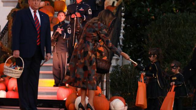 Halloween la Casa Albă. Cum și-au întâmpinat oaspeții Donald și Melania Trump. VIDEO - Imaginea 10