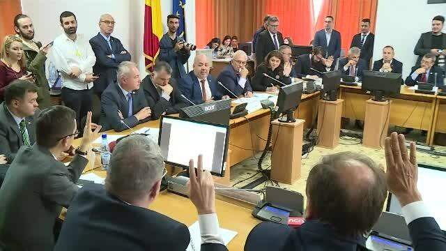 """Scandal și înjurături în Parlament, în timpul audierilor noilor miniștri. """"Hoț ești tu, mă!"""""""