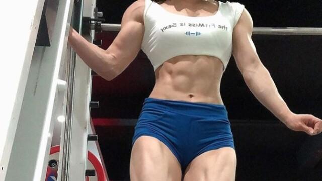 Cum arată doctorița culturistă. Și-a transformat corpul în numai 2 ani - Imaginea 5