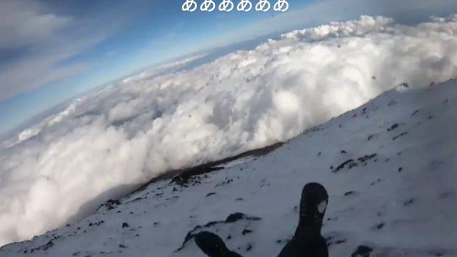 Un vlogger a transmis LIVE momentul în care a căzut de pe munte. VIDEO