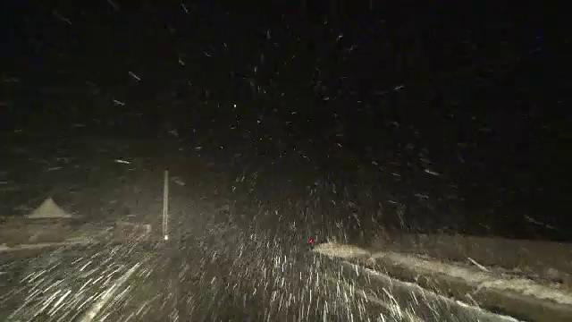 Şosele acoperite cu zăpadă, în ultima zi din octombrie. \