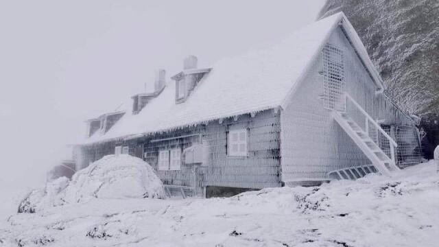 Prima zăpadă din acest sezon. Peisaje mirifice în munții Făgăraș și Bucegi - Imaginea 1