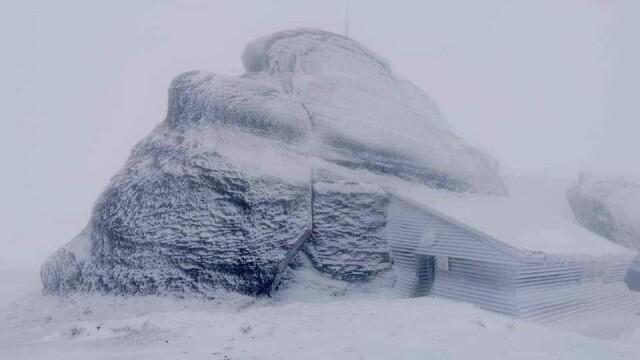 Prima zăpadă din acest sezon. Peisaje mirifice în munții Făgăraș și Bucegi - Imaginea 3