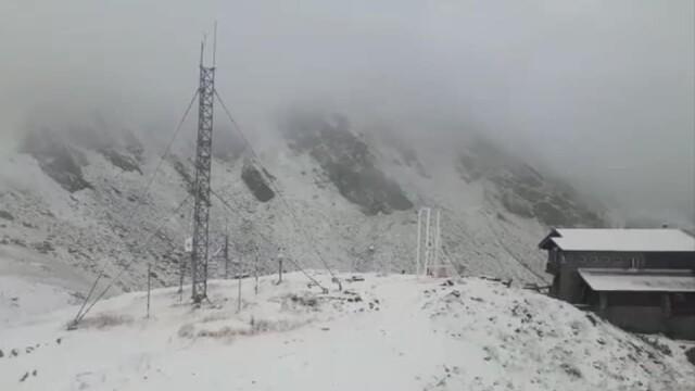 Prima zăpadă din acest sezon. Peisaje mirifice în munții Făgăraș și Bucegi - Imaginea 4