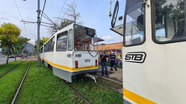 Două tramvaie aflate pe același sens de deplasare s-au ciocnit pe Șoseaua Progresului. Câte persoane au fost rănite - Imaginea 1