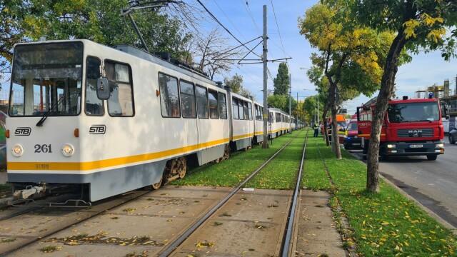 Două tramvaie aflate pe același sens de deplasare s-au ciocnit pe Șoseaua Progresului. Câte persoane au fost rănite - Imaginea 4