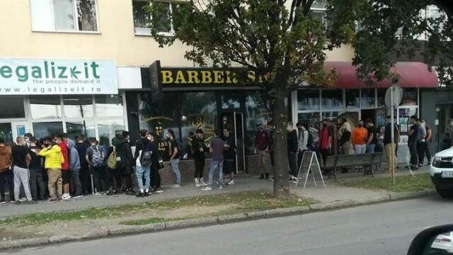 Coadă de zeci de persoane la inaugurarea unui magazin cu produse de canabis, la Iași
