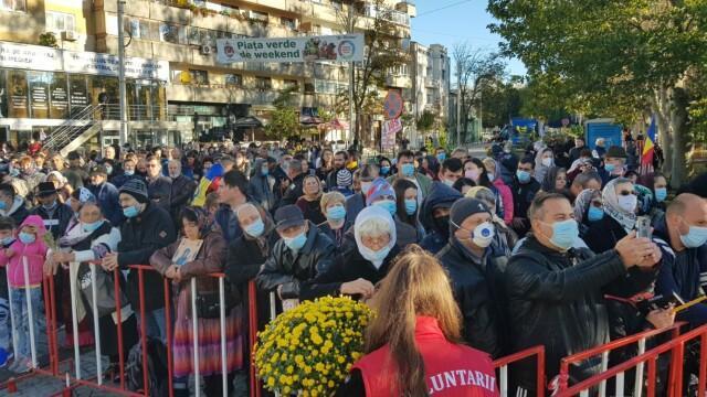 Tensiune și măsuri încălcate la pelerinajul de Sf. Parascheva. Racla a fost mutată din nou în Catedrala din Iași
