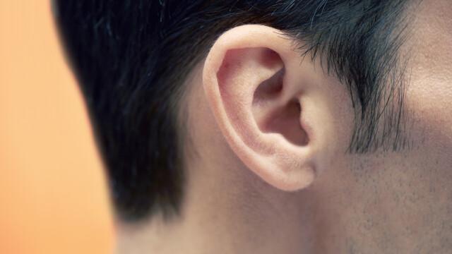 Un bărbat de 45 de ani este primul pacient din Marea Britanie care și-a pierdut auzul din cauza Covid-19. Ce spun medicii
