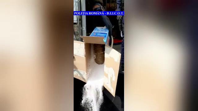 Un bărbat a fost prins de polițiști în timp ce primea un colet cu droguri de la o firmă de curierat. Câte kilograme erau