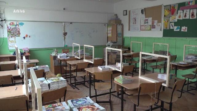 """Profesorii de la un liceu din Eforie """"refuză cu vehemență """"să predea online. Reacția elevilor"""