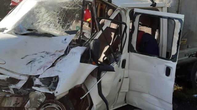 Un autocar plin cu oameni și o dubă s-au ciocnit în Argeș. Opt persoane sunt rănite - Imaginea 1