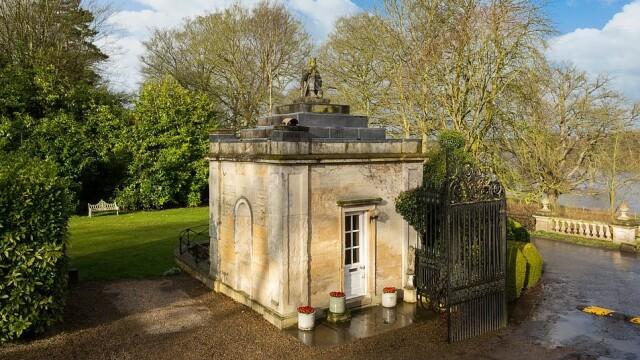 O casă din Anglia care măsoară doar 5 metri pătrați a fost scoasă la vânzare pentru 250.000 de lire